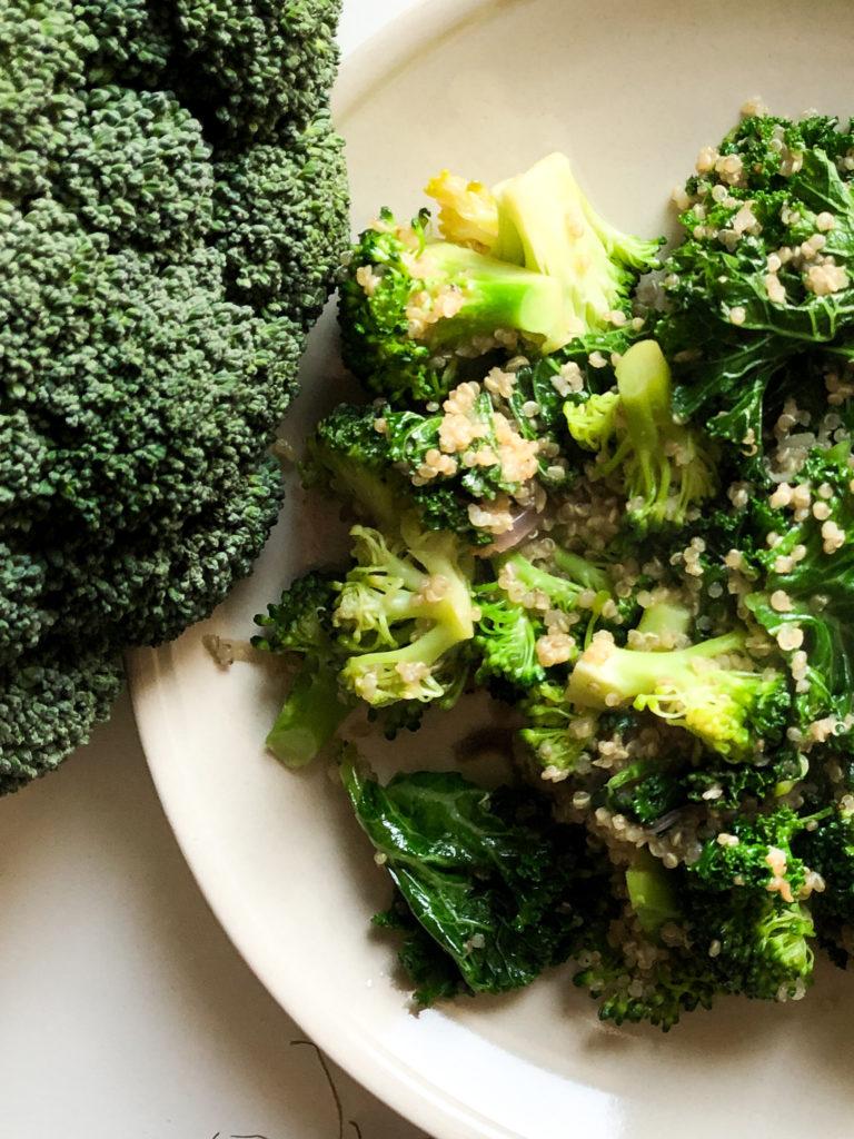 quinoa z brokułem