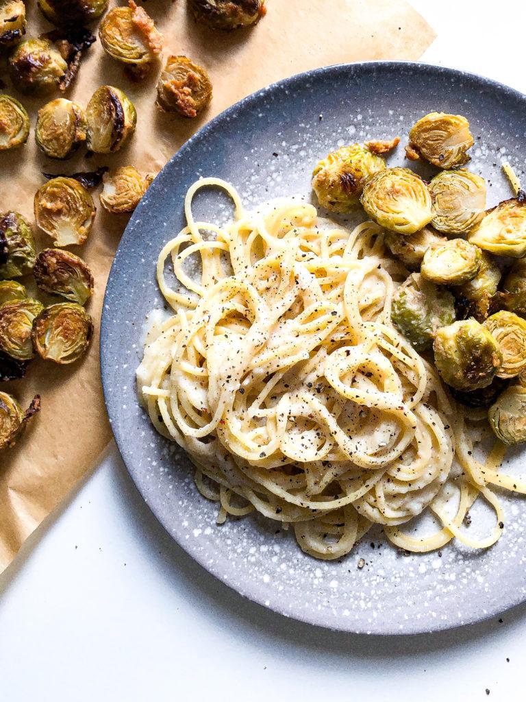 spaghetti z sosem czosnkowym