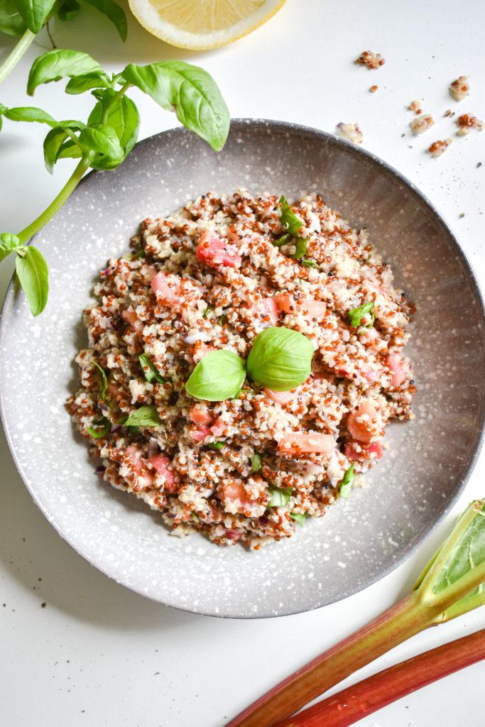komosa ryżowa z rabarbarem i bazylią